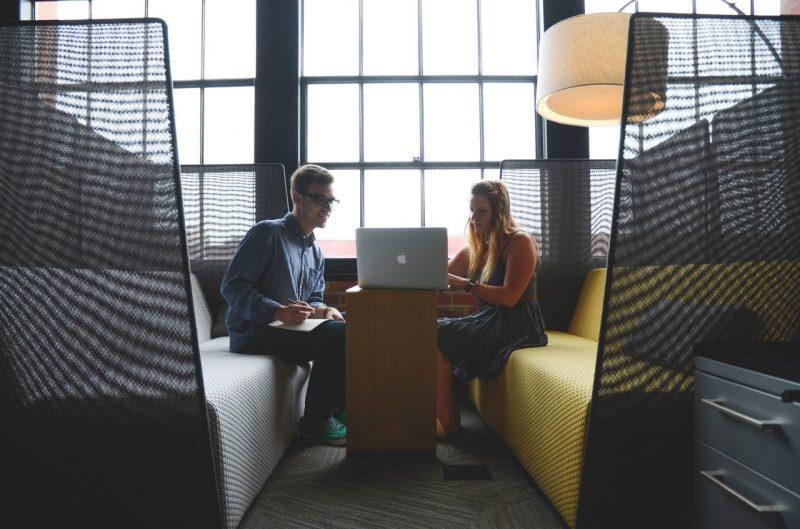 Como usar programas de incentivo para potencializar a marca de empregador