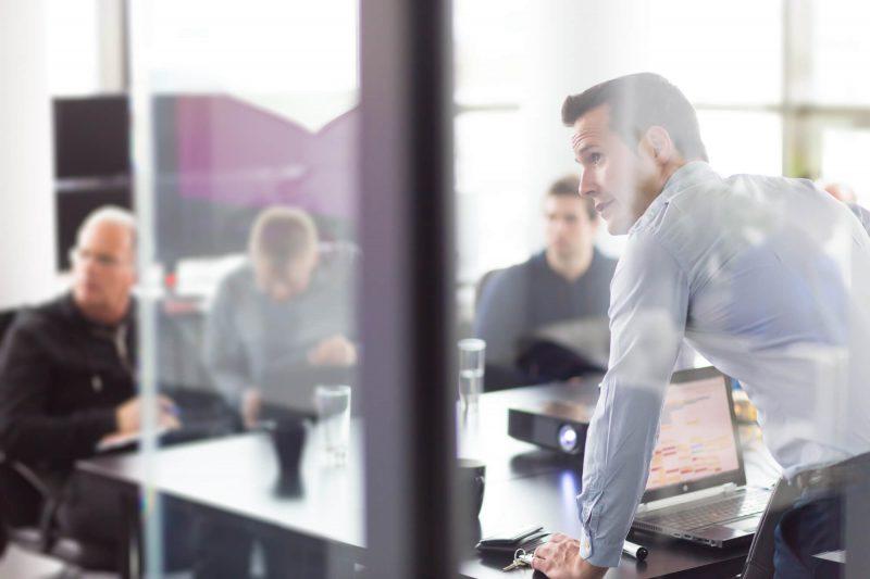 Saiba como reduzir o estresse dos gerentes do seu banco