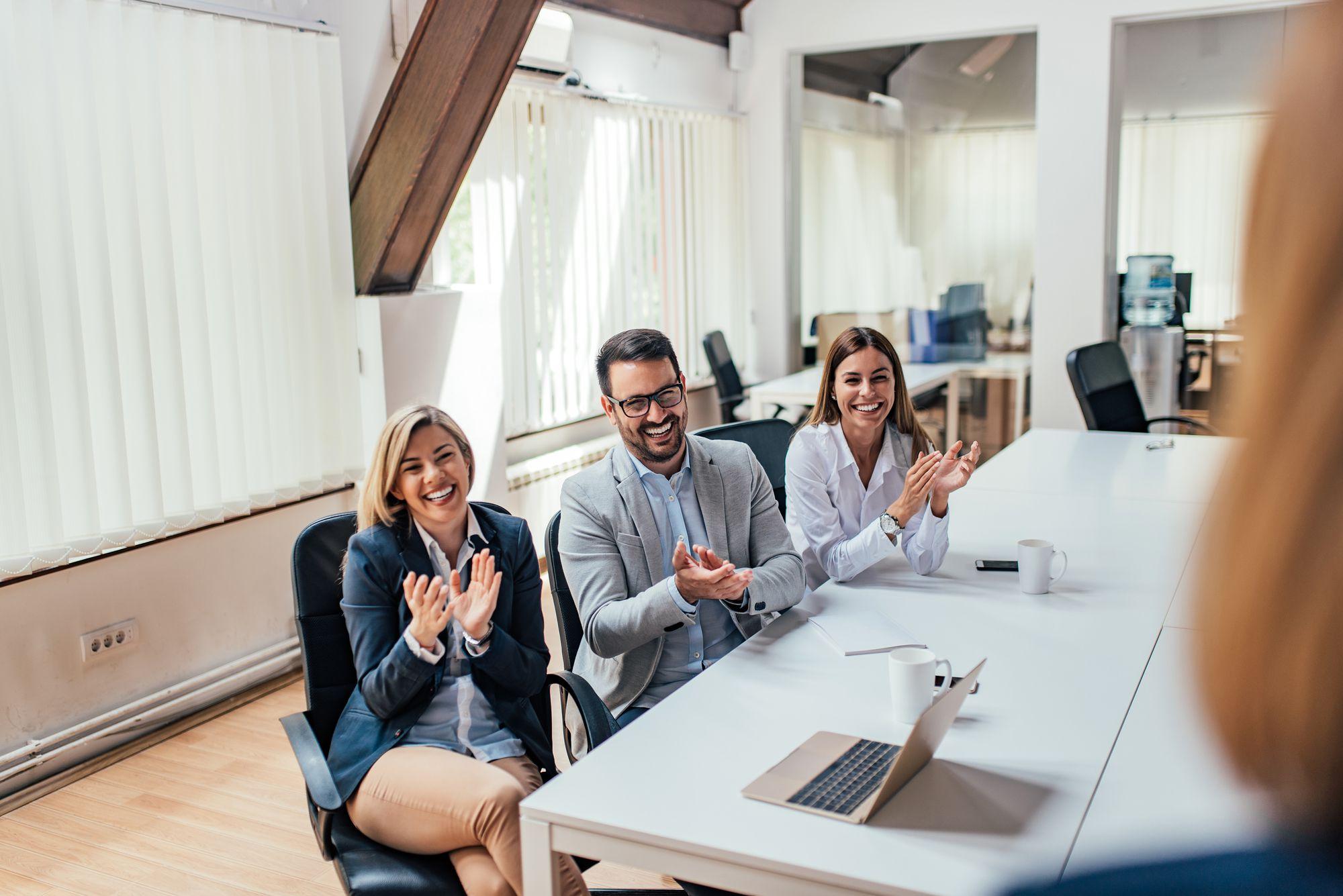 Como utilizar treinamentos corporativos para motivar o time de vendas?